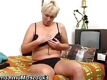 milf nasty playing toys amateur babe juicy mammy masturbation