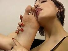 feet foot-fetish hot juicy lesbian licking massage milf solo